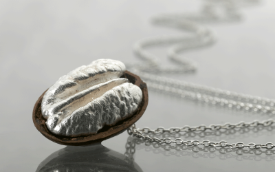 A real Pecan plated in pure sterling silver 925.